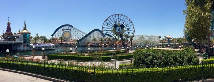 Disney California Adventure Park is one of สถานที่ที่ Laetitia ถูกใจ.