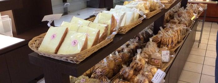 Hong Kong Island Bakery 香島西餅 is one of B Solo.