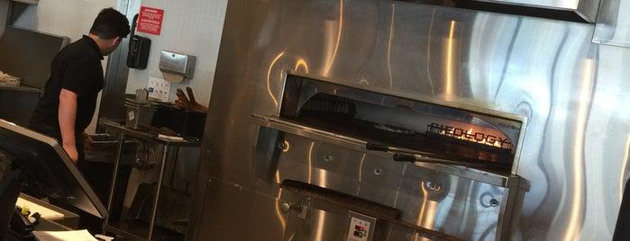 Pieology Pizzeria is one of Posti che sono piaciuti a Clark.