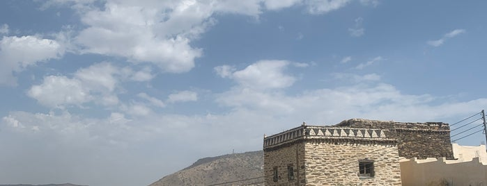 قرية الموارقة _ بني مالك is one of Lugares guardados de Queen.