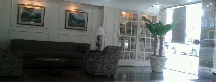 Savoy Hotel is one of Posti che sono piaciuti a Claudio.