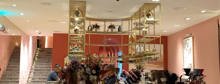 La Flor Lounge is one of Queen'in Kaydettiği Mekanlar.