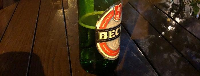 Yeni Eski Cafe & Bar is one of Posti che sono piaciuti a Halil G..