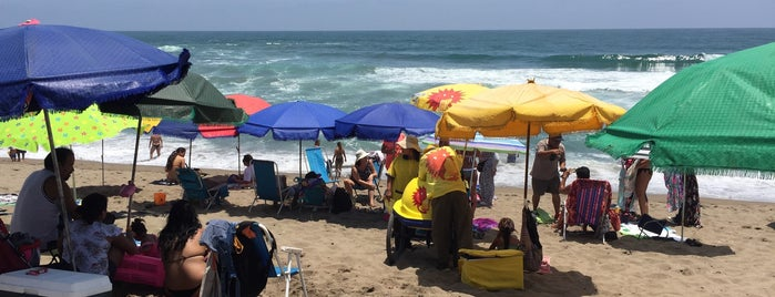 Playa La Encantada is one of Lieux sauvegardés par Juan.