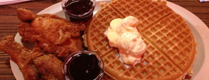 Roscoe's House of Chicken and Waffles is one of Going Back To Cali...Again.