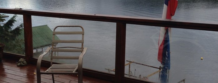 Sakinaw Lake is one of Lugares favoritos de Winnie.