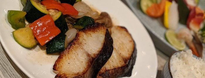 Hibiki Japanese Cuisine is one of Posti che sono piaciuti a Stephanie.
