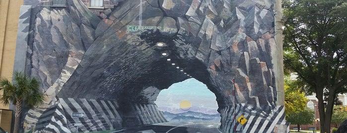 Tunnelvision Mural is one of Andrew'in Beğendiği Mekanlar.