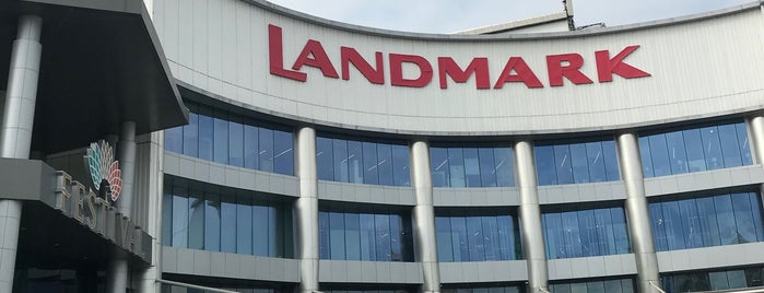 The Landmark is one of Locais curtidos por Shank.