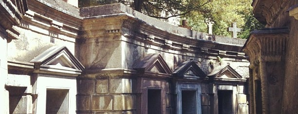 Highgate Cemetery is one of Inglaterra.
