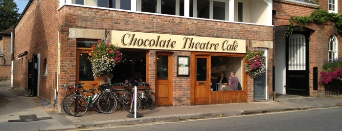 Chocolate Theatre Cafe is one of Henryさんのお気に入りスポット.