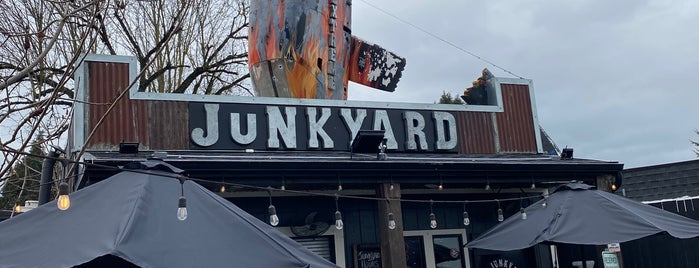 Junkyard Extreme Burgers & Dogs is one of Diners, Drive-Ins & Dives 4.