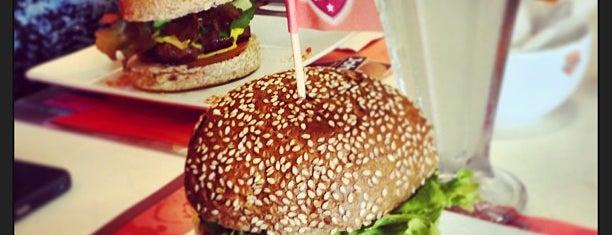 Johnnie Special Burger is one of Tempat yang Disukai Carlos.