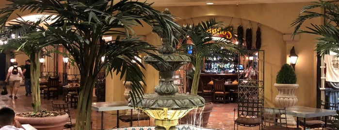 Hotel Encanto De Las Cruces is one of Orte, die Gabriella gefallen.