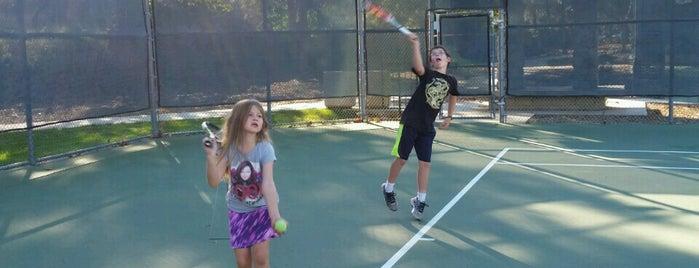Tierra Rejada Park Tennis Courts is one of Tempat yang Disukai Rosemary.