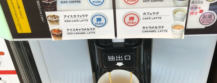 ファミリーマート 東かがわ中筋店 is one of Posti che sono piaciuti a Shigeo.