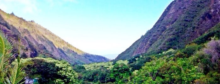 ʻĪao Valley State Park is one of Hawaii honeymoon.