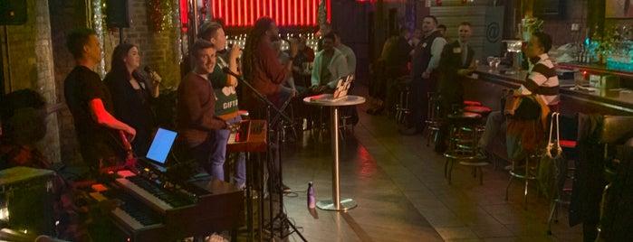 Atmosphere Bar is one of Lieux qui ont plu à Darren.