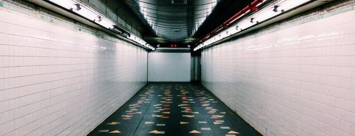 MTA Subway - Clark St (2/3) is one of Jason'un Beğendiği Mekanlar.