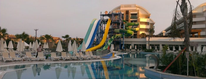 Crystal Waterworld Resort & Spa Pool Bar is one of Locais curtidos por Serhad.