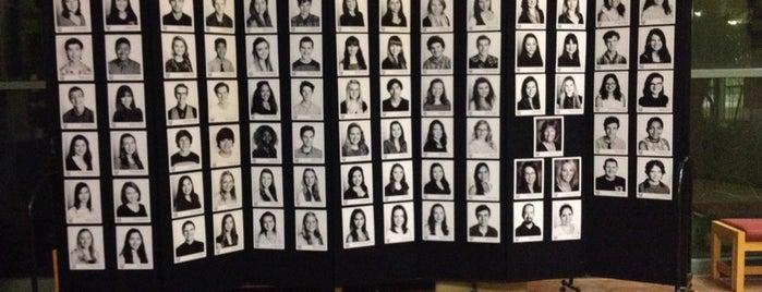 Coronado School of the Arts Theater is one of Armando 님이 좋아한 장소.