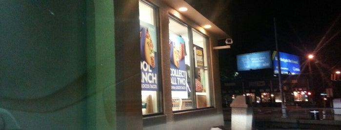 Taco Bell is one of Orte, die Chia gefallen.