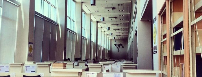 Fatih Üniversitesi Katip Çelebi Kütüphanesi is one of Muhammed Mahmud 님이 좋아한 장소.