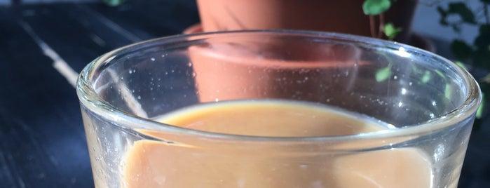 Neues Schwarz Kaffeebar is one of Orte, die Mishutka gefallen.