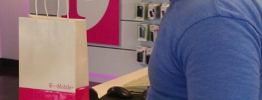 T-Mobile is one of Locais salvos de Rosalyn.