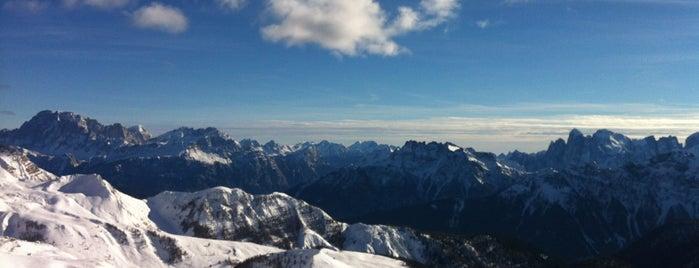 Passo San Pellegrino is one of Dove sciare.
