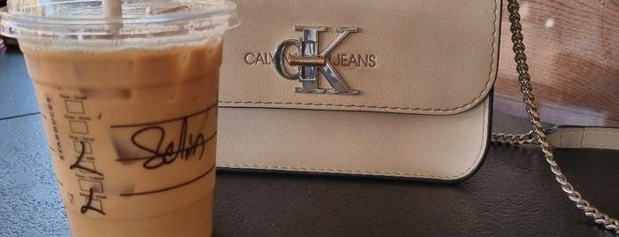 Starbucks is one of Oytun 님이 좋아한 장소.