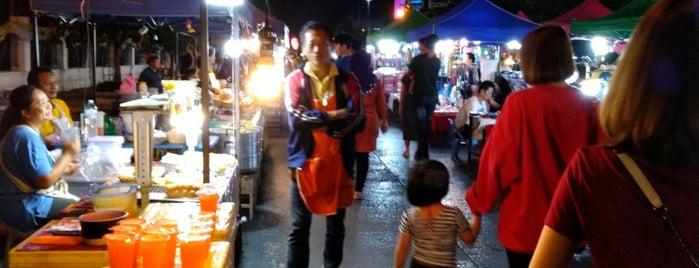 Udonthani Walking Street is one of Lieux qui ont plu à 「 SAL 」.