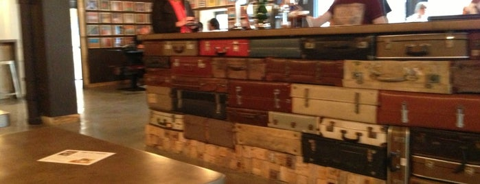 Pilgrim Bar is one of Edinburgh.