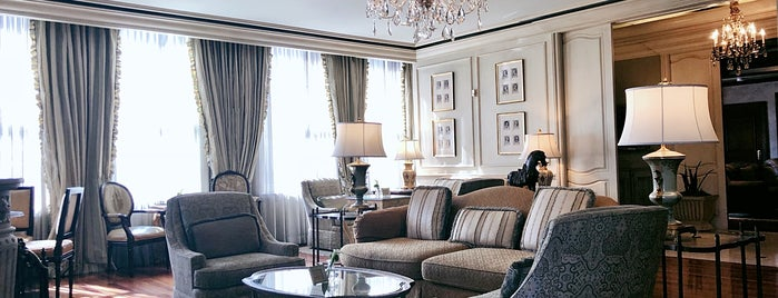 The Ritz-Carlton, Club Lounge is one of Tempat yang Disukai Emily.