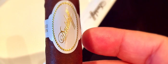 Davidoff of Geneva Since 1911 is one of Tempat yang Disukai Nikki.