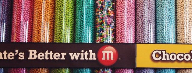 M&M's World is one of Locais curtidos por Lena.