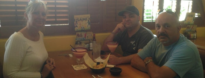 Acapulco Mexican Restaurant is one of สถานที่ที่ Darryl ถูกใจ.