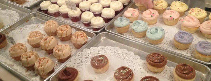 Magnolia Bakery is one of NEW YORK CITY : Manhattan in 10 days! #NYC enjoy.