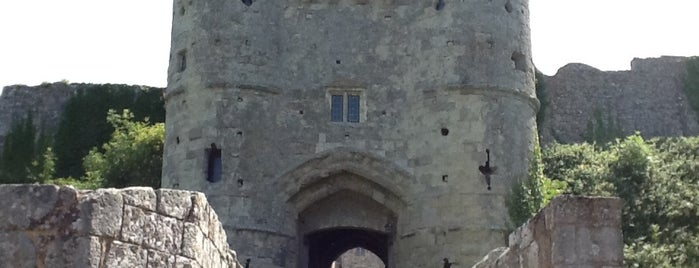 Carisbrooke Castle is one of Orte, die Carl gefallen.
