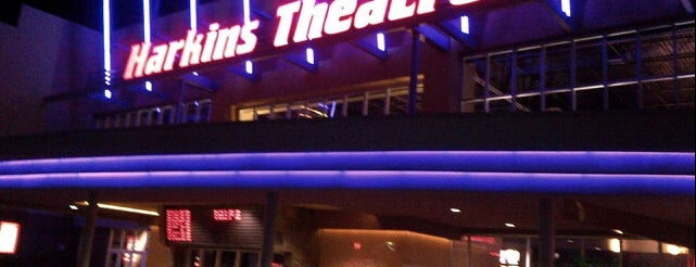 Harkins Theatres SanTan Village 16 is one of Kim 님이 좋아한 장소.