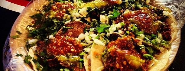 """Tacos """"El guero"""" de Santa Fe is one of Tempat yang Disukai Fernanda."""