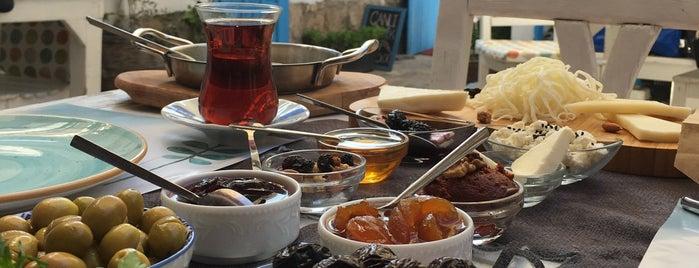 Pürhayal Cafe & Pansiyon is one of İzmir İzmir.
