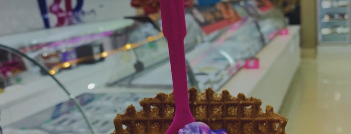 Baskin Robbins is one of Locais curtidos por Raseel.