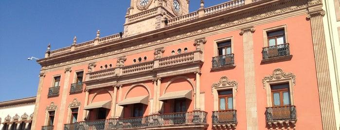 Presidencia Municipal de León is one of สถานที่ที่ Marisela ถูกใจ.