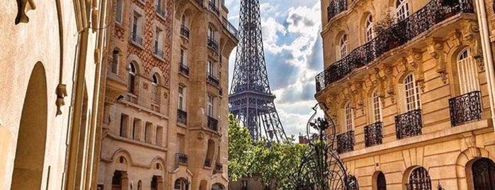 Cave La Bourgogne is one of Paris Bars.
