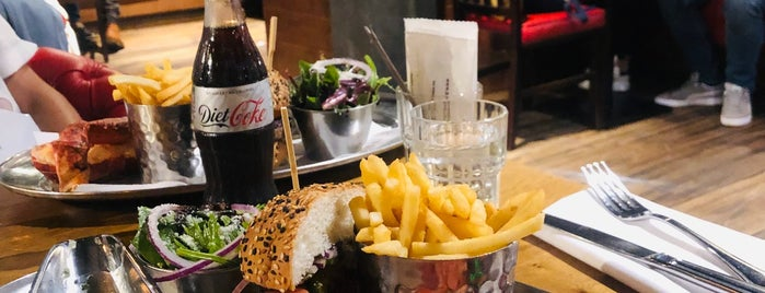 Burger & Lobster is one of Zerrin 님이 좋아한 장소.