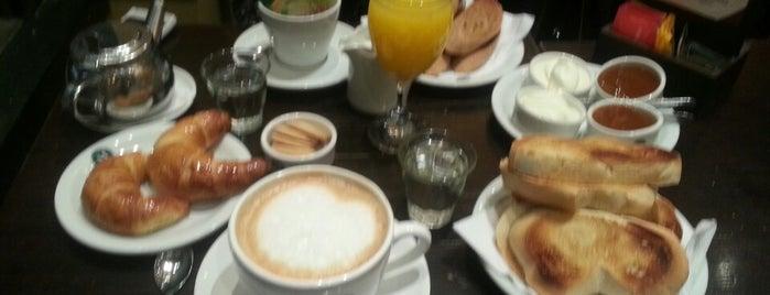 Café Martínez is one of Locais curtidos por Ana.