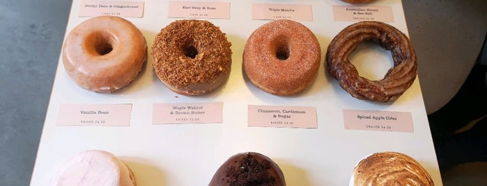 Shortstop Coffee & Donuts is one of Tempat yang Disimpan Alex.