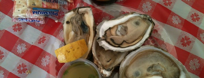 Oyster Festival is one of Lugares favoritos de Lisa.