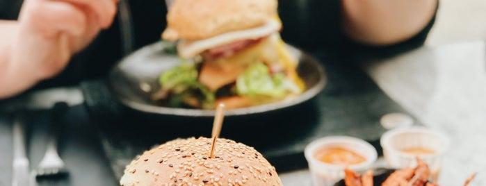 Badal Burger is one of Orte, die Lia gefallen.